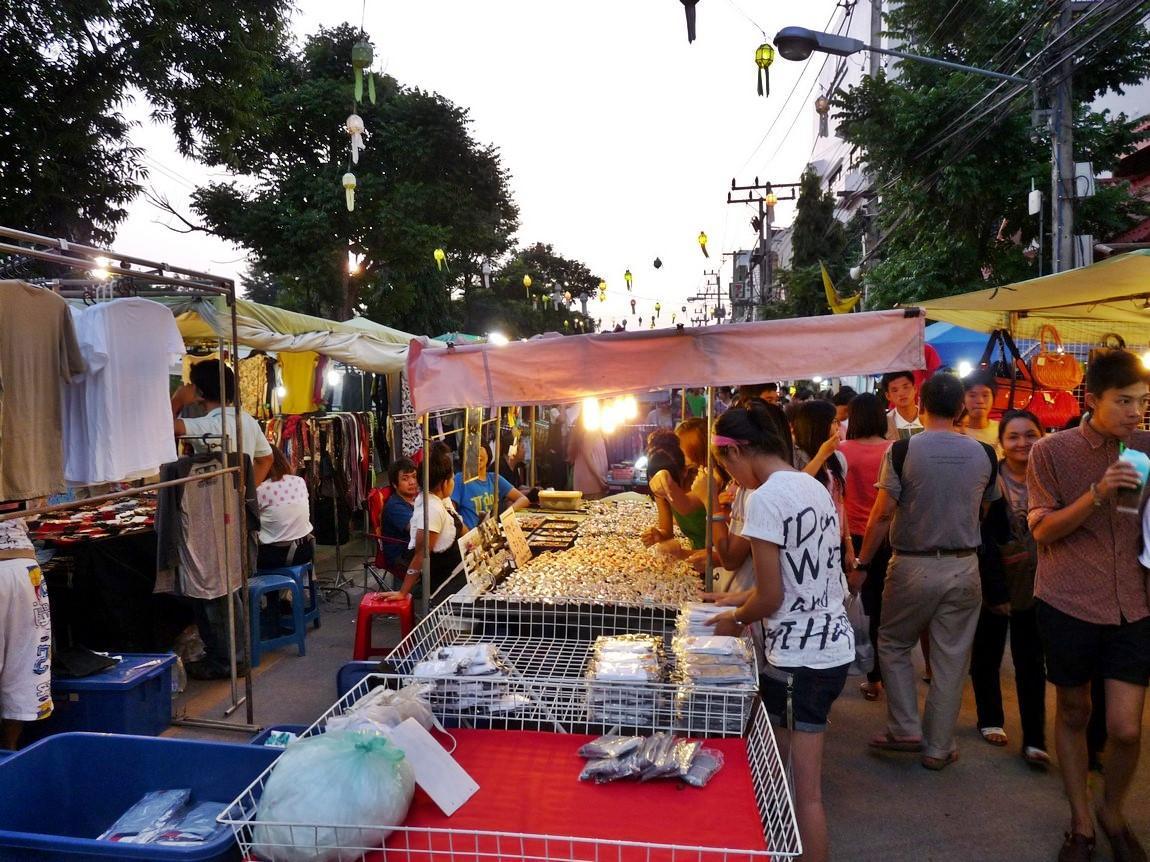 chiang-rai-walking-street-market-11.