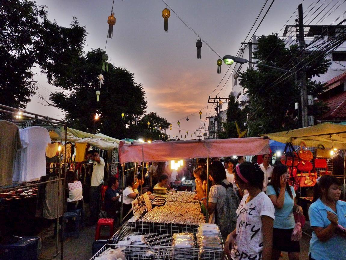 chiang-rai-walking-street-market-12.