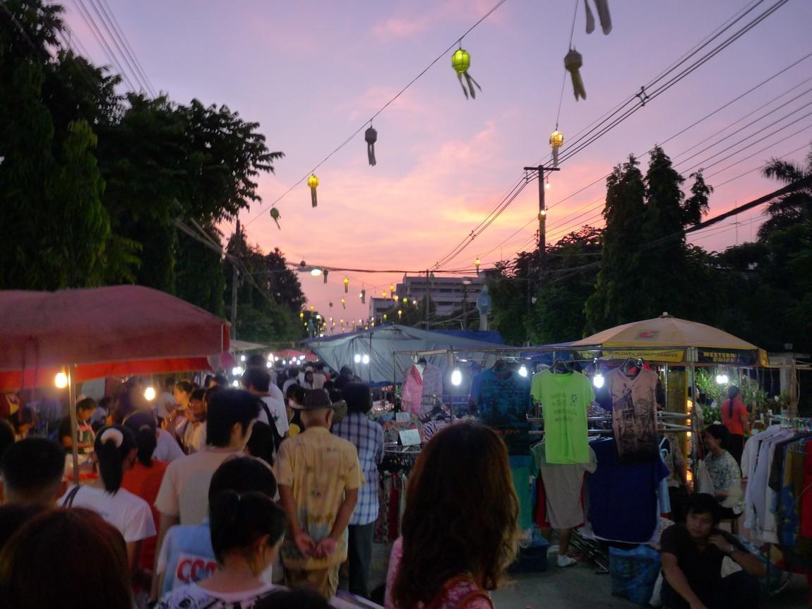 chiang-rai-walking-street-market-14.