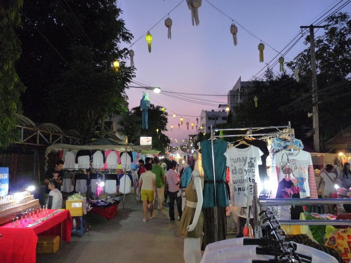 chiang-rai-walking-street-market-16.