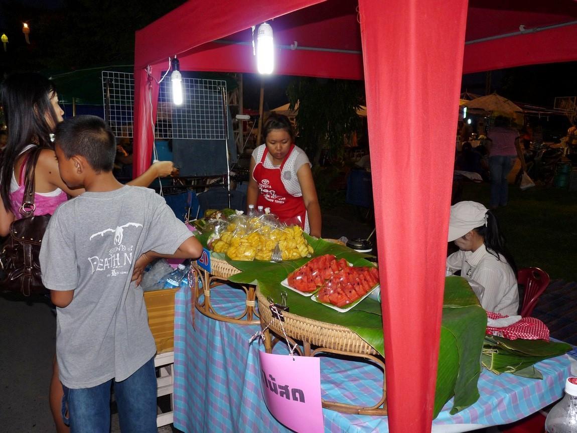 chiang-rai-walking-street-market-17.