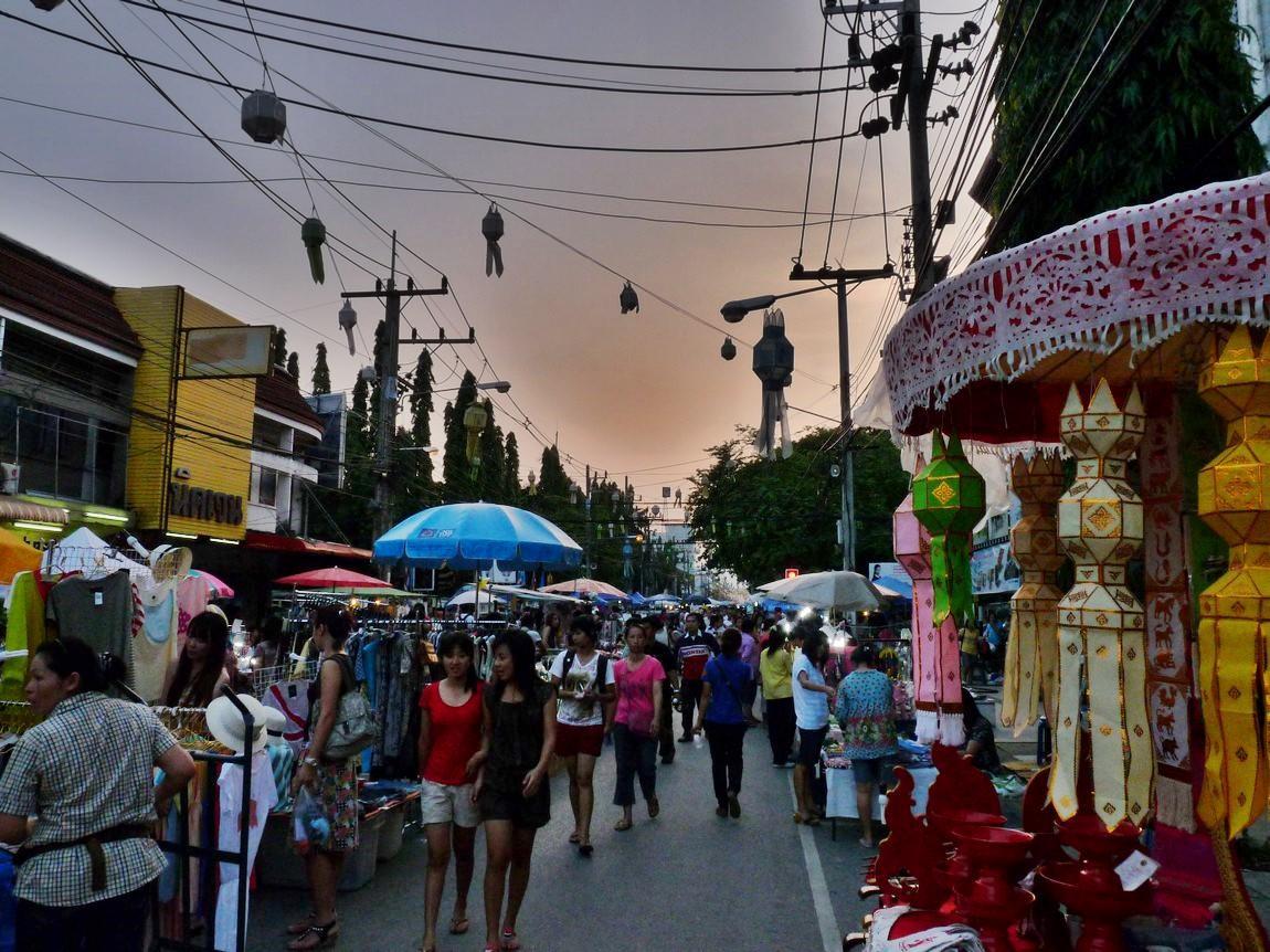 chiang-rai-walking-street-market-2.