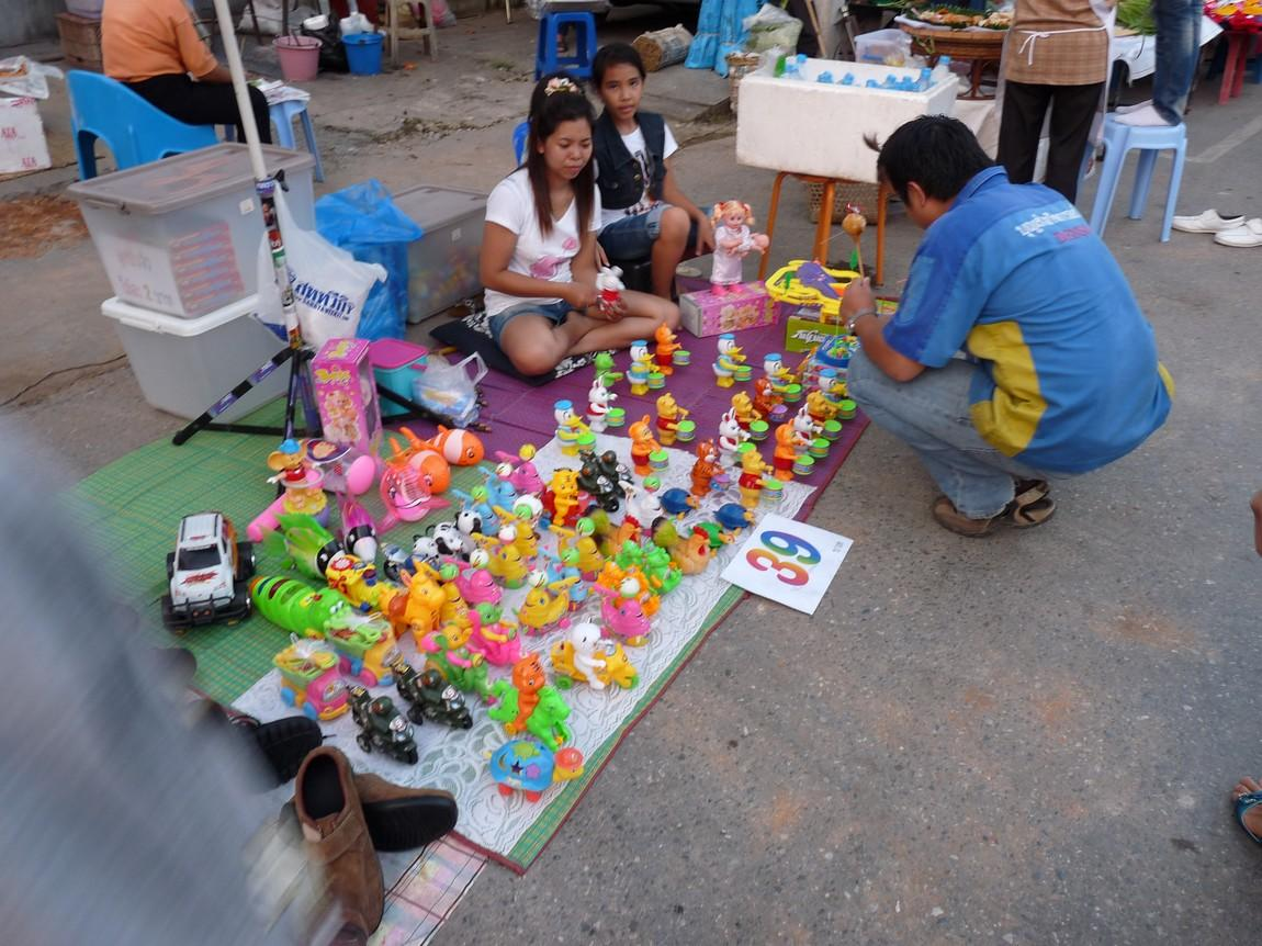 chiang-rai-walking-street-market-3.