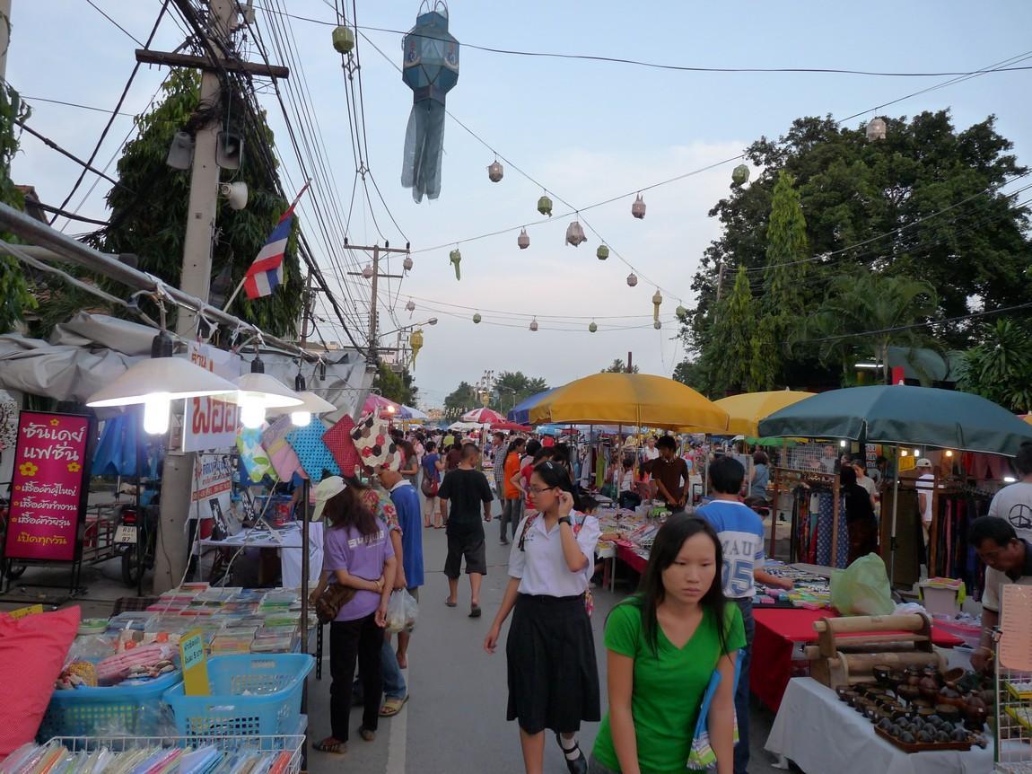 chiang-rai-walking-street-market-6.