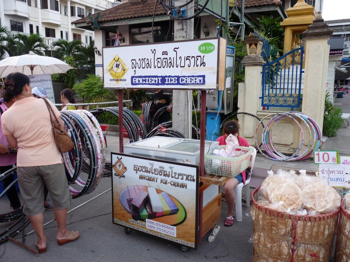 chiang-rai-walking-street-market-7.