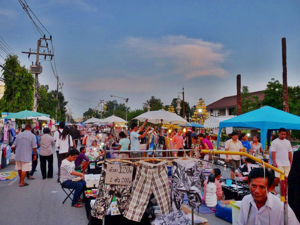 chiang-rai-walking-street-market-9.
