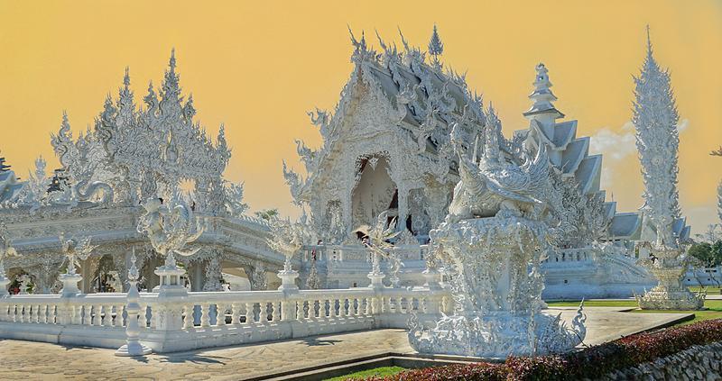 chiang-rai-wat-rong-khun-white-temple-3-small.