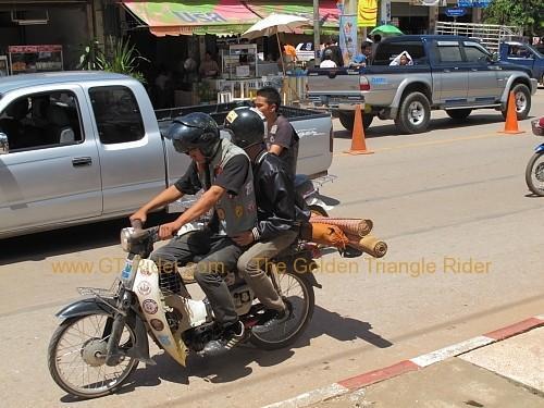 dan-sai-motorbikes-phi-ta-khon-festival-2010-002.