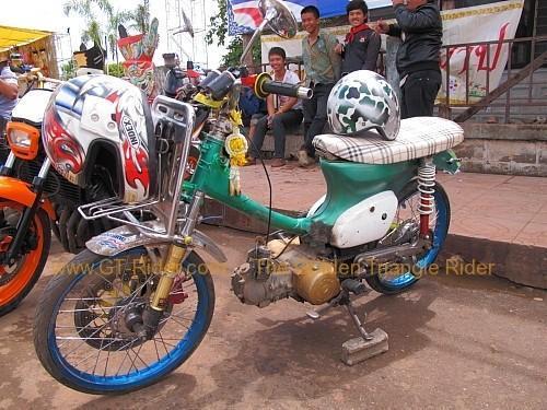 dan-sai-motorbikes-phi-ta-khon-festival-2010-003.