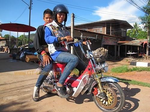 dan-sai-motorbikes-phi-ta-khon-festival-2010-009.