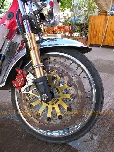 dan-sai-motorbikes-phi-ta-khon-festival-2010-010.