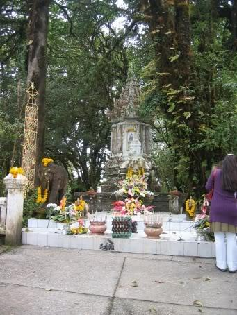 DoiInthanon008.jpg /Daewoo's 07 Trip - Ride Report 7 - Doi Inthanon  Mae Ya/Touring Northern Thailand - Trip Reports Forum/  - Image by: