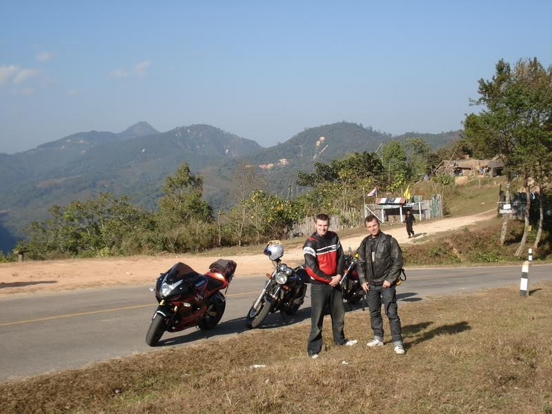 DSC01064.jpg /mounted by a soldier!!/Touring Northern Thailand - Trip Reports Forum/  - Image by: