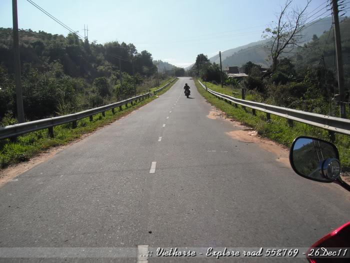 DSCF2112.jpg /::: Vietnam - ACE MTSG - Day trip to explore new roads/Vietnam - Motorcycle Trip Report Forums/  - Image by: