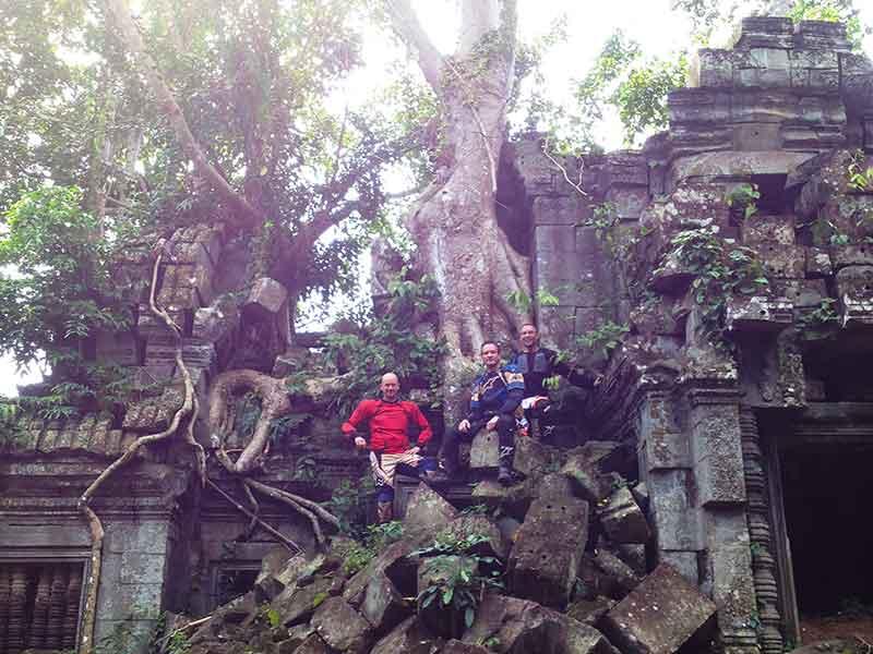 enduro-cambodia-banteay-ampil.