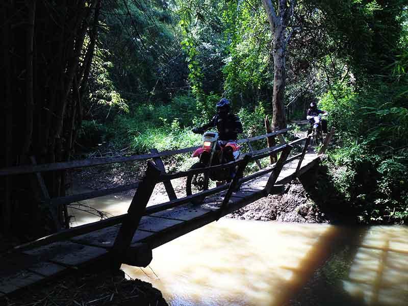 enduro-cambodia-bridge.