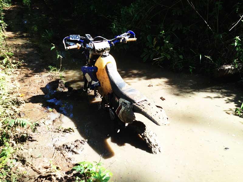 enduro-cambodia-stuck.