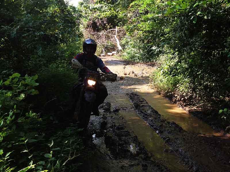 enduro-cambodia-traversing-the-ruts.