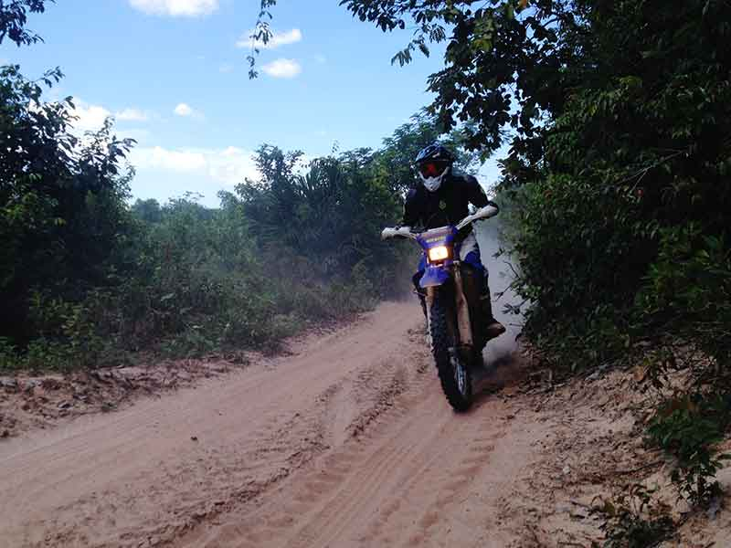 enduro-tours-cambodia-sandy.