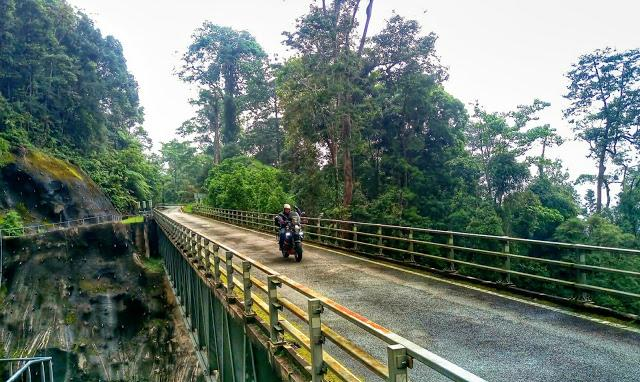 IMAG0978_BURST003_1_20170324_205613_1.jpg /Day Ride To Cameron Highland Through Fraser Hill And Sungai Koyan/Malaysia - Motorcycle Road Trip Reports Forum/  - Image by: