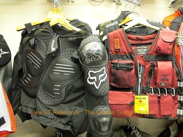 img_0002.jpg /Dainese  Alpine star riding gear in Tachilek/Northern Thailand - General Discussion Forum/  - Image by: