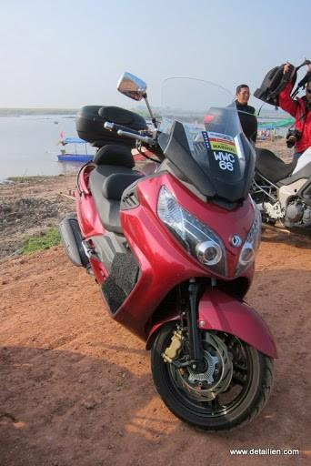 IMG_1784.jpg /Ride to sea of red lotusses - Kumphawapi district Part 3 Udon Thani Intl Air  Bike/N.E. Thailand Motorcycle Trip Report Forums/  - Image by: