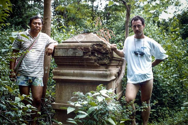 JMS%2525202.jpg /Revisiting Henri Mouhot's shrine, near Luang Prabang/Laos Road  Trip Reports/  - Image by:
