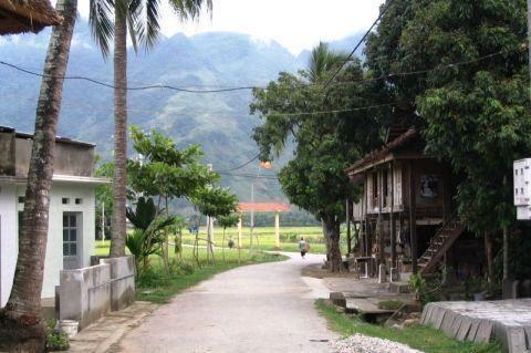 lac-white-thai-village.