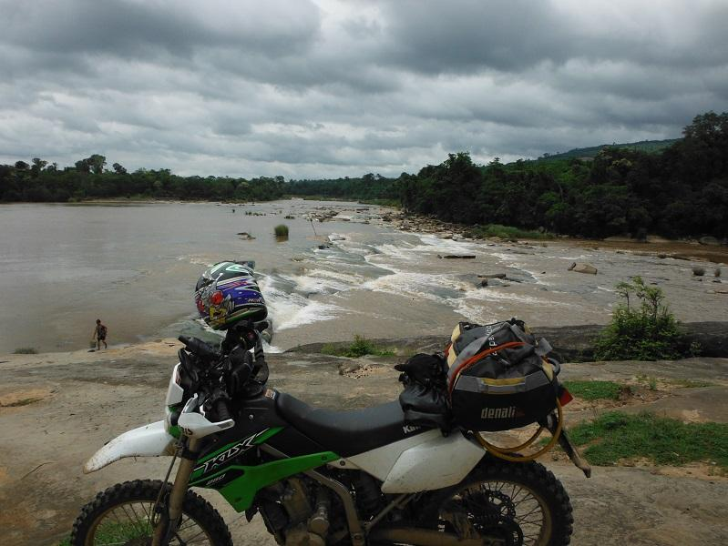 Laos%20Bamboo%20bridge%20Motorcycle%20%2015.