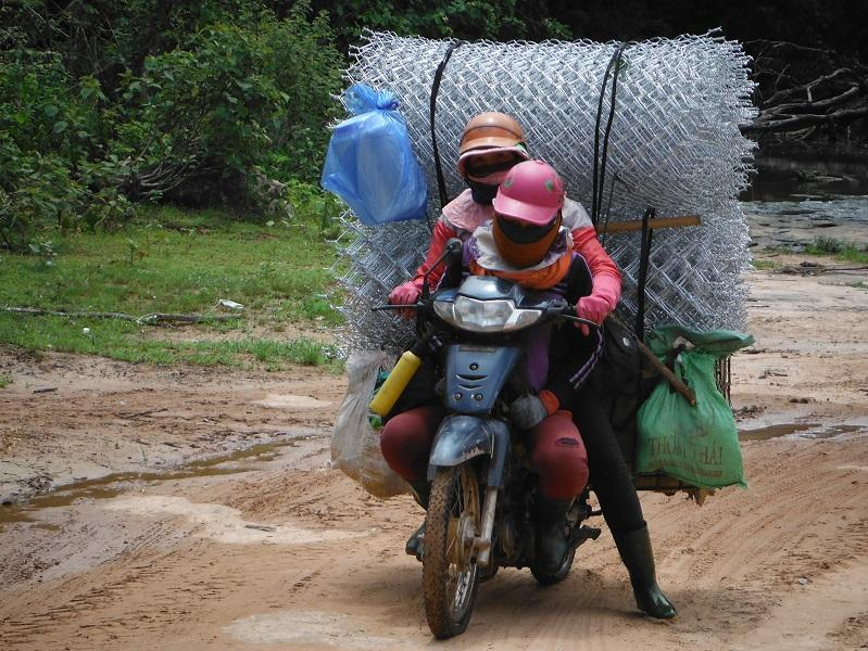 Laos%20Bamboo%20bridge%20Motorcycle%20%2020.
