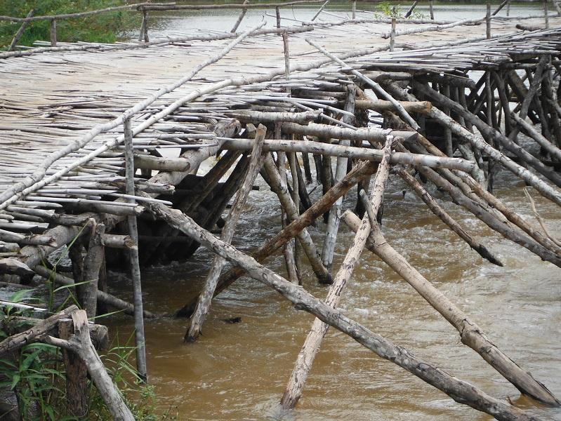 Laos%20Bamboo%20bridge%20Motorcycle%20%2024.