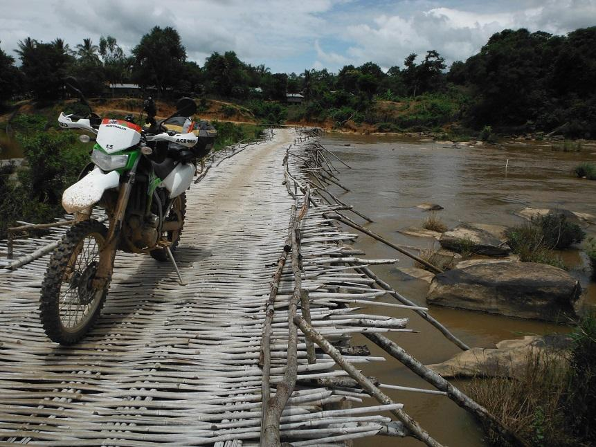 Laos%20Bamboo%20bridge%20Motorcycle%20%2027.