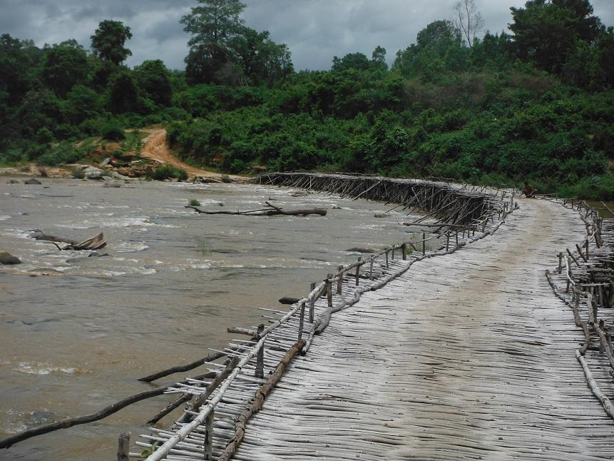 Laos%20Bamboo%20bridge%20Motorcycle%20%2029.
