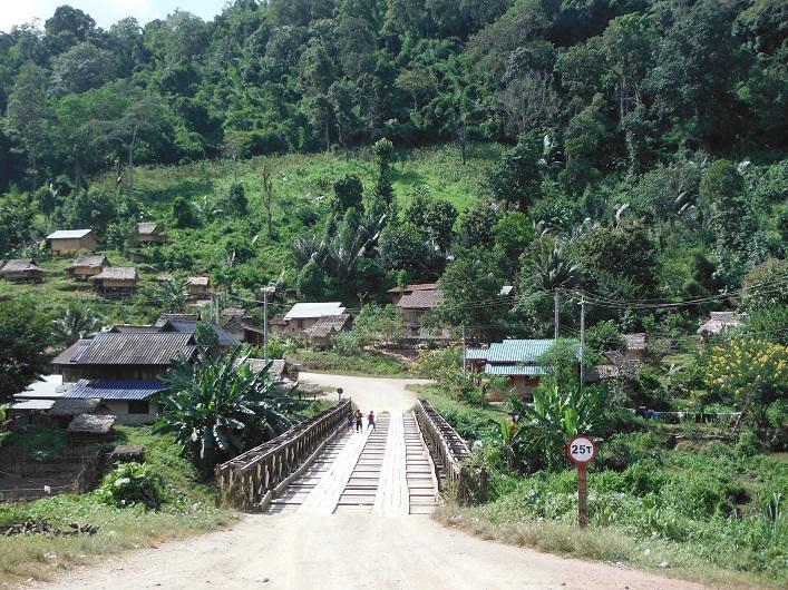 Laos%20Motorcycle%20Asia%20%207_1.
