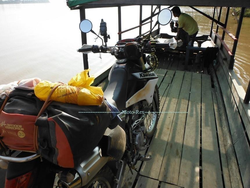 Laos-Asia-Motorcycle15_zpse3fee63c.