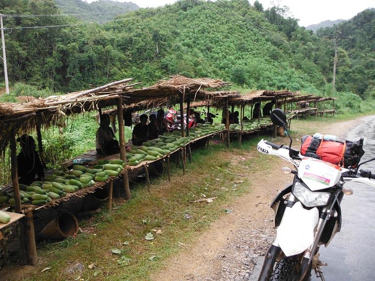 Laos-Xam Neua-Muang et-Motorcycle (1).JPG