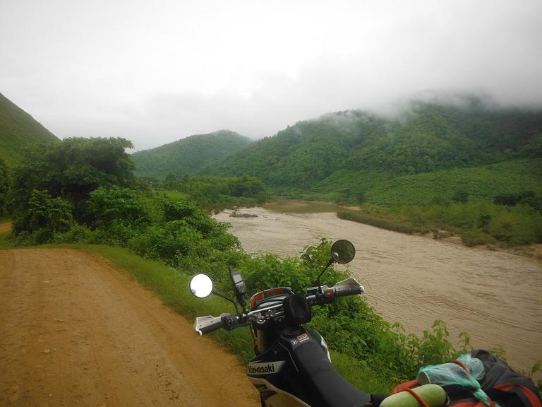 Laos-Xam Neua-Muang et-Motorcycle (11).JPG