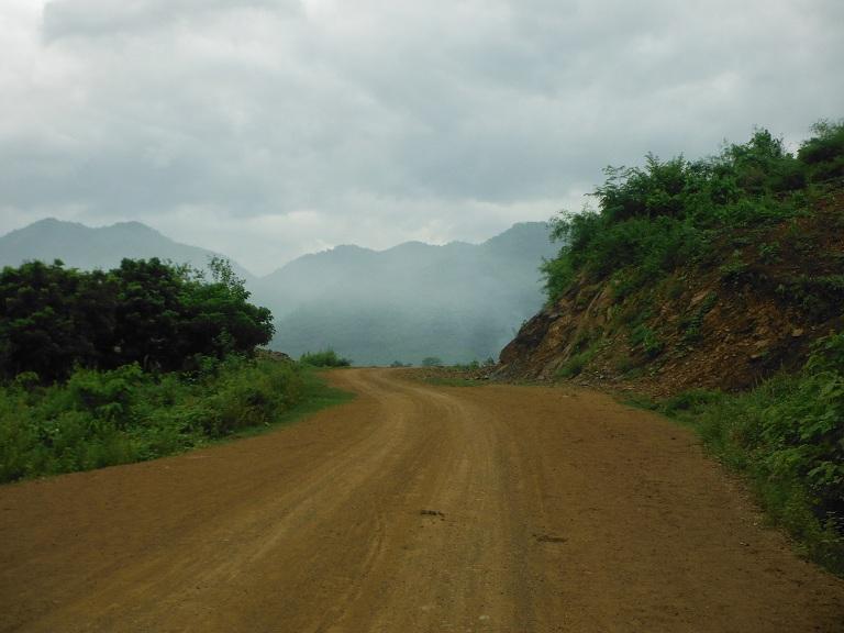 Laos-Xam Neua-Muang et-Motorcycle (19).JPG