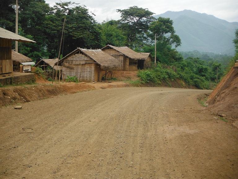 Laos-Xam Neua-Muang et-Motorcycle (20).JPG