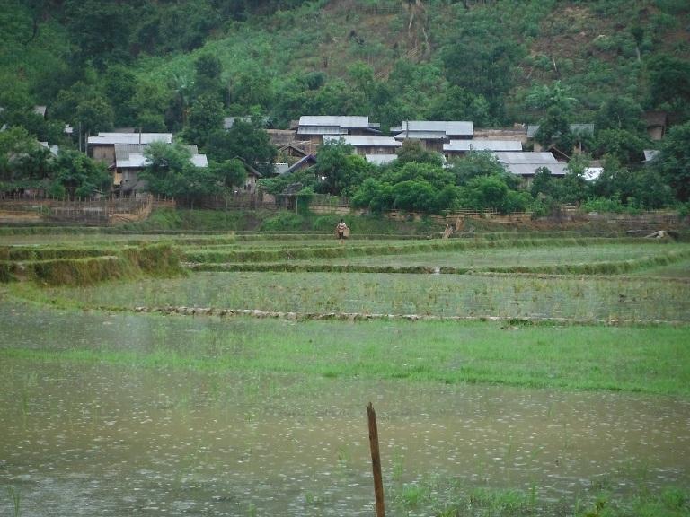 Laos-Xam Neua-Muang et-Motorcycle (3).JPG