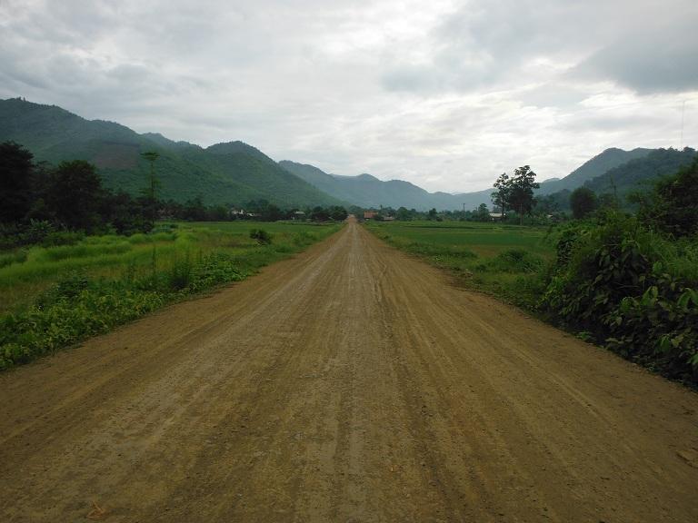 Laos-Xam Neua-Muang et-Motorcycle (30).JPG