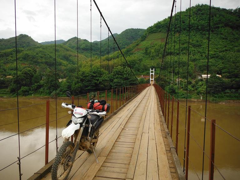Laos-Xam Neua-Muang et-Motorcycle (34).JPG
