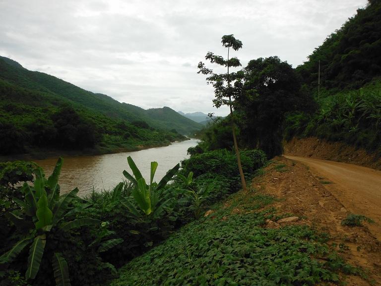 Laos-Xam Neua-Muang et-Motorcycle (35).JPG