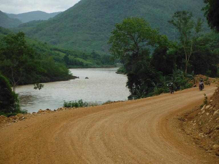 Laos-Xam Neua-Muang et-Motorcycle (38).JPG