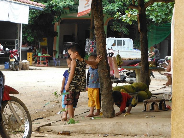 Laos-Xam Neua-Muang et-Motorcycle (39).JPG