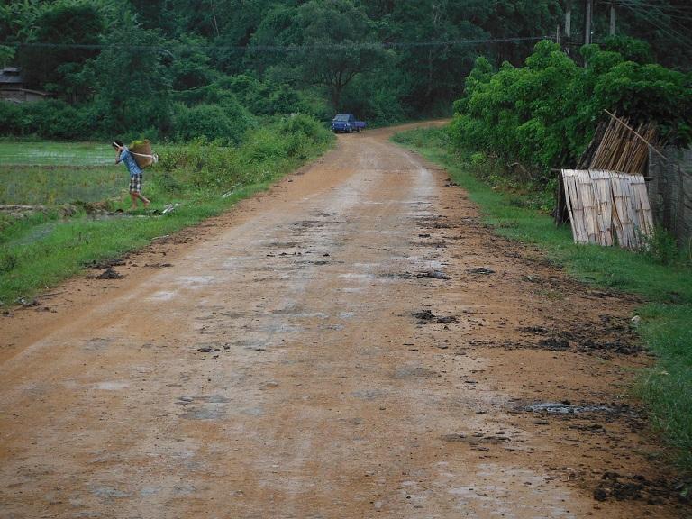Laos-Xam Neua-Muang et-Motorcycle (4).JPG