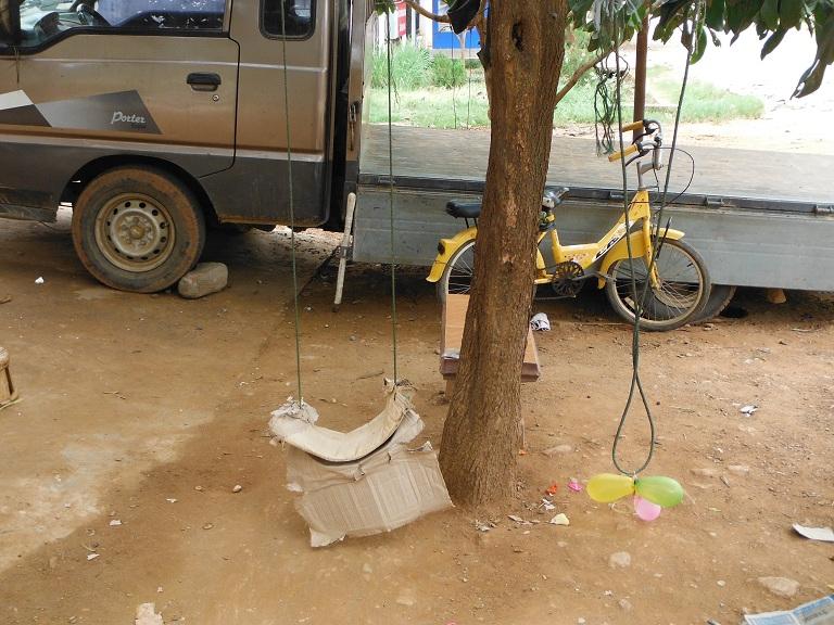 Laos-Xam Neua-Muang et-Motorcycle (43).JPG