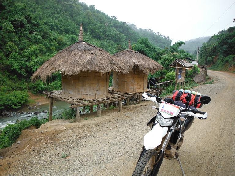 Laos-Xam Neua-Muang et-Motorcycle (5).JPG
