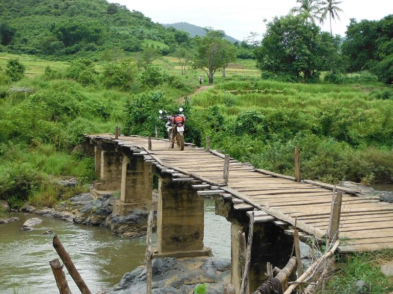 Laos-Xam Neua-Muang et-Motorcycle (56).JPG