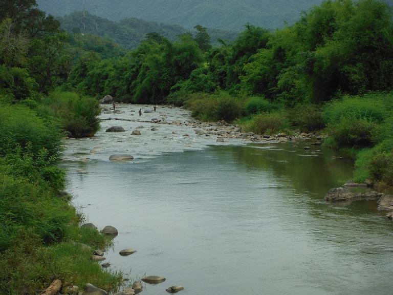 Laos-Xam Neua-Muang et-Motorcycle (57).JPG